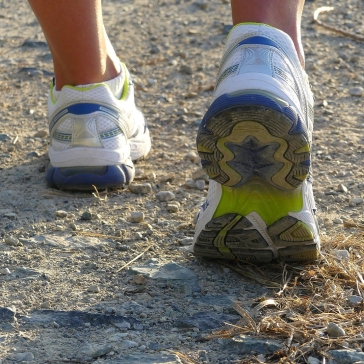 running-shoes-2661560_1920