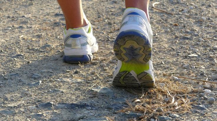 running-shoes-2661560_1920.jpg
